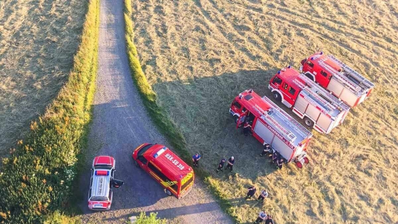 Freiwillige Arbeit im Sauerland hier Feuerwehrautos von oben