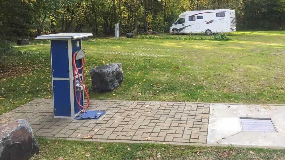 Blick auf den Wohnmobilstellplatz in Wenden im Sauerland