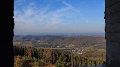 Aussicht vom Aussichtsturm Hohe Bracht im Sauerland