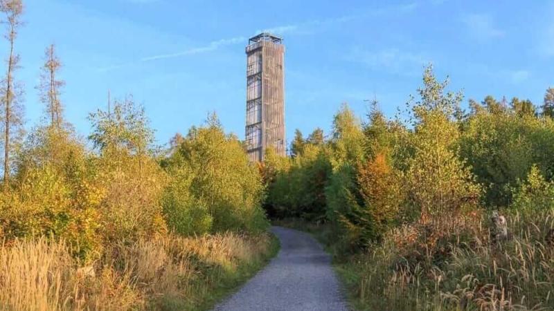 Blick auf den Möhnesee Turm der Aussichtsturm am Möhnesee