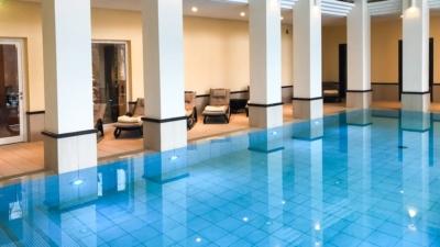 Blick auf das Hallenbad im Welnneshotel Diedrich im Sauerland
