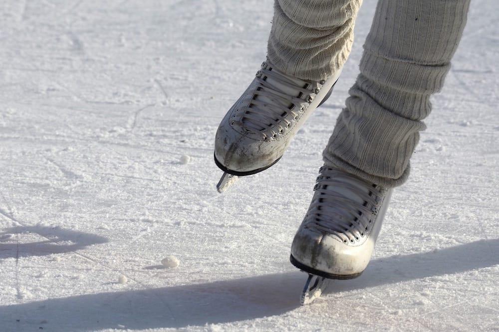 Winterliche Ausflugsziele im Sauerland dazu zählt auch Eislaufen