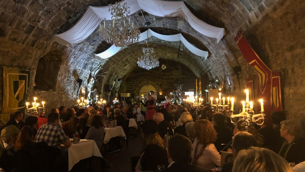 Krimi-Dinner in Arnsberg: Spannende Unterhaltung im Rittersaal
