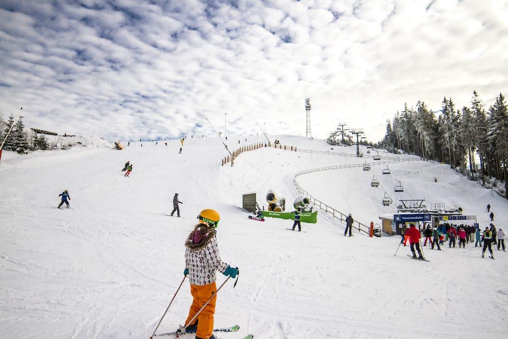 Blick auf ein Skigebiet der Wintersport Arena im Sauerland Quelle: Wintersport-Arena Sauerland/ Siegerland-Wittgenstein e. V.