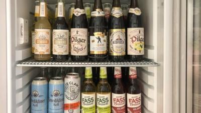 Bierflaschen in einem Kühlschrank aber wie kann man Bier lagern