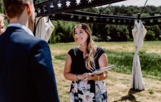 Julia ist Hochzeitsplanerin und Rednerin im Sauerland