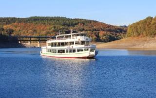 Eine Fahrt mit dem Schiff auf einem der Seen im Sauerland