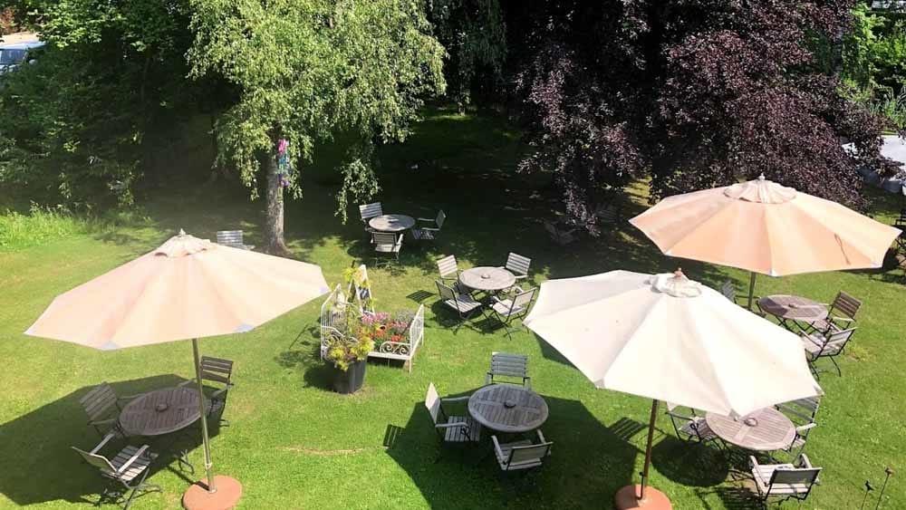Der Hofgarten ist ein idyllisches Plätzchen im Hofcafe Sundern