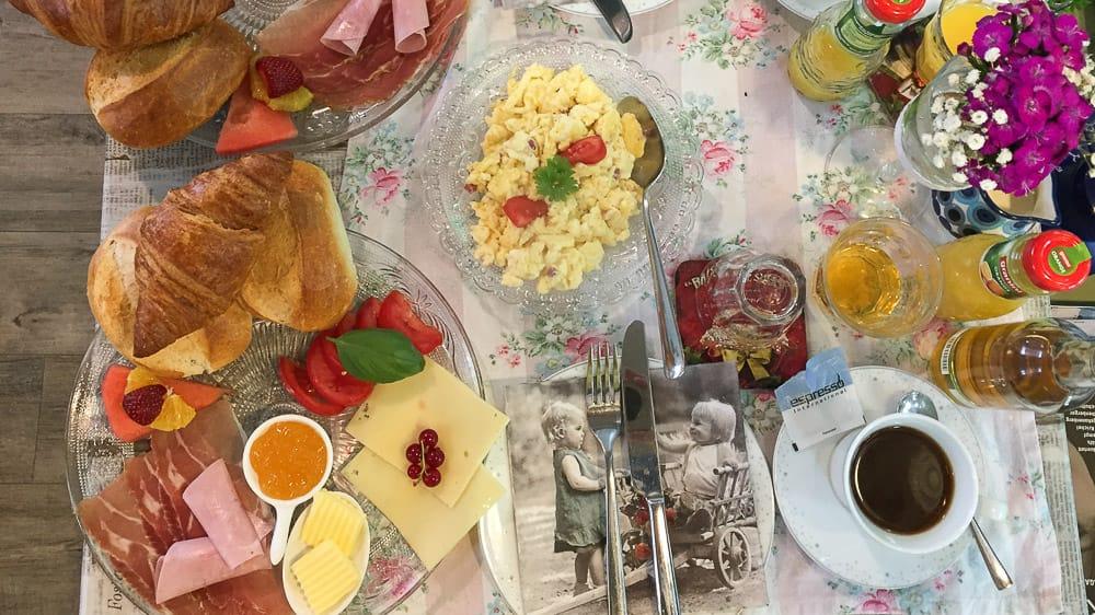 Leckeres Frühstück im Cafe Löwenzahn im Sauerland