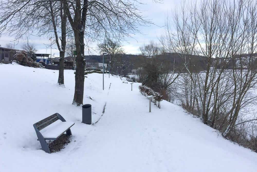 Spaziergang wenn Schnee im Sauerland liegt