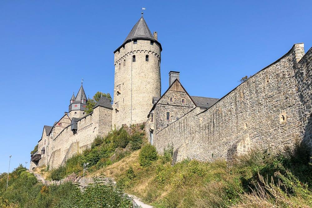Ein Ausflug im Sauerland mit Hund zur Burg Altena