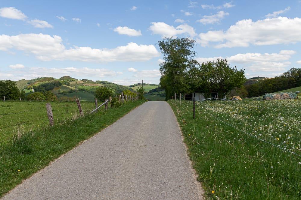 Hügellandschaft vom Sauerland in Wenholthausen beim Spaziergang