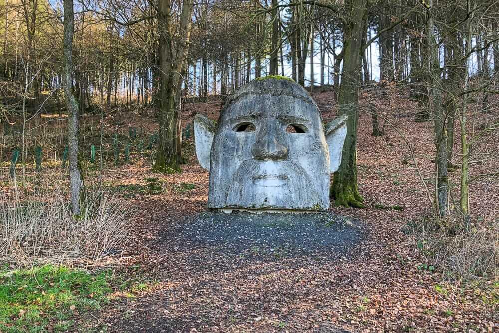 Der Lauschgeist in Wenholthausen beim Spaziergang